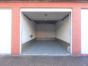 Bent u het beu om steeds te zoeken naar een parkeerplaats dichterbij? Wij begrijpen u en stellen u daarom een garagebox gelegen aan de Ruggeveldlaan a