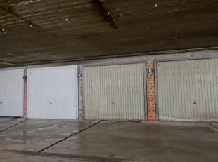 Bent u het beu om telkens te moeten zoeken naar een parkeerplaats? Dan stellen we u graag deze garagebox langs de Jozef Voetlaan voor!De box bevindt z