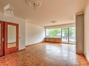 Handige harry gezocht voor dit leuk te renoveren appartement gelegen op een zeer centrale ligging nabij verbindingswegen, winkels, e.d..Indeling:Via d
