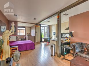 Bent u op zoek naar een volledig gerenoveerde woning gelegen op een centrale locatie? Dan is deze woning beslist iets voor u!Lichte en ruime confortaw