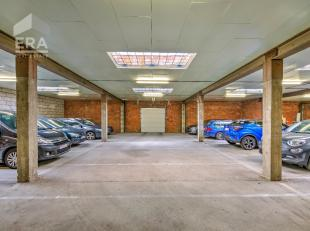 Geen zin om lang te zoeken naar een parkeerplaats? Dan is deze overdekte autostaanplaats, gelegen in een garagecomplex precies wat u zoekt !Dit comple