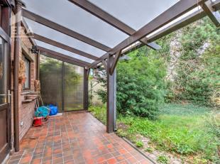 Bent u op zoek naar een ruime gezinswoning in een oase van rust? Dan stellen wij graag deze te renoveren woning aan u voor.Deze woning is zeer centraa