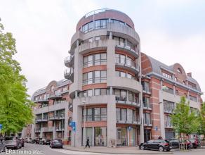 Ruim appartement met garagebox op ideale locatie in het hartje van Leuven.<br /> Het appartement (bouwjaar 1995) is gelegen op de derde verdieping, en