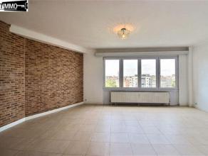 Situé sur le Square Emile Duployé, spacieux appartement 2 chambres de 85 m² au 5e étage - Hall d'entrée de 7 m²
