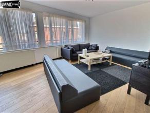 A deux pas de la Gare de Schaerbeek, bel appartement 1 chambre de 50 m² au 4e étage - Hall d'entrée avec carrelage - Living de 28 m