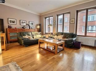 Belle maison type bel-étage complètement rénovée de 228m² avec jardin de 85 m² - RDC de 57 m²: Hall d'entr&