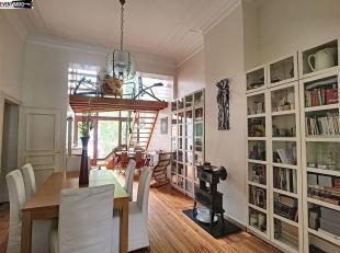 Dans une belle maison bruxelloise, en plein coeur du quartier européen mais dans une rue calme, triplex  sur 225 M2 avec 4  chambres  à