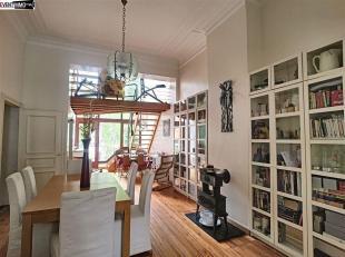 Dans une belle maison bruxelloise, située dans une rue calme en plein coeur du quartier européen, très beau triplex de 4 chambres