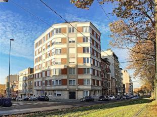 Spacieux appartement  de 2 chambres d'environ 96m² - Il est composé d'un hall d'entrée de 10m² distribuant le lumineux s&eacut