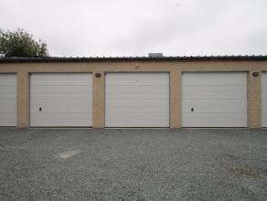Ruime garage met automatische sectionaalpoort te koop in het centrum van Sint-Niklaas.<br /> Deze garage is zeer goed gelegen in de Broedersstraat. Er