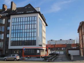 Op zoek naar modern appartement met tuin en autostaanplaats vlakbij de Grote Markt van Sint-Niklaas? Zoek niet verder!<br /> De uitstekende ligging na