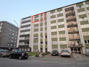 Goed gelegen instapklaar appartement met 2 slaapkamers en een garage in Sint-Niklaas.<br /> De goede centrale ligging nabij invalswegen en het centrum