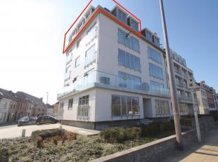Goed gelegen, ruim volledig vernieuwd dakappartement met 2 slaapkamers in het centrum van Sint-Niklaas. De uitstekende ligging (nabij openbaar vervoer