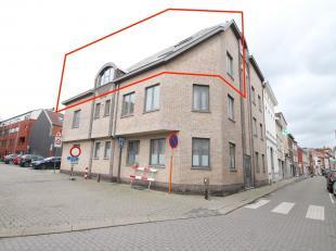 Uitstekend gelegen instapklaar appartement met 2 slaapkamers en ruim terras te Sint-Niklaas. De goede ligging te Sint-Niklaas nabij openbaar vervoer e