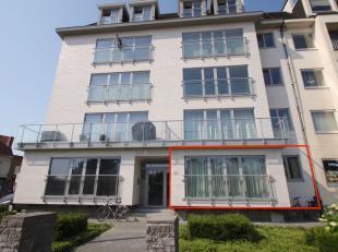 Goed gelegen, ruim volledig vernieuwd gelijkvloers appartement met 2 slaapkamers in het centrum van Sint-Niklaas.De uitstekende ligging (nabij openbaa