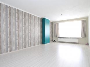 Volledig vernieuwd 2-slaapkamer appartement op een uitstekende locatie te Sint-Niklaas.De vernieuwde keuken, de dubbele beglazing, het gunstige EPC (2