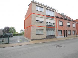 Goed gelegen, instapklaar 2 slaapkamerappartement met garage te Sint-Niklaas.De uitstekende ligging, nabij openbaar vervoer, scholen, winkelcentra, de