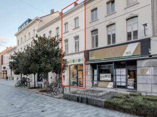Zoek je een volledig gerenoveerde handelsruimte met duplex-appartement in de winkelstraat van Sint-Niklaas? Lees hier dan snel verder. De commercieel