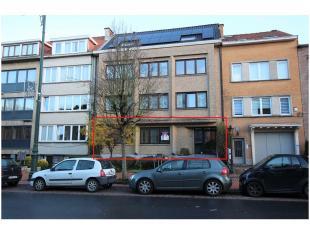 Bureaus 110m² te huur op De Limburg Stirumlaan te Wemmel nabij de oprit van de ring, openbaar vervoer en Centrum Wemmel. De bureaus bevinden zich