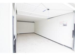 Nieuwe garage gelegen in centrum Roeselare nabij de Seringenstraat op de Sint Jozef.
