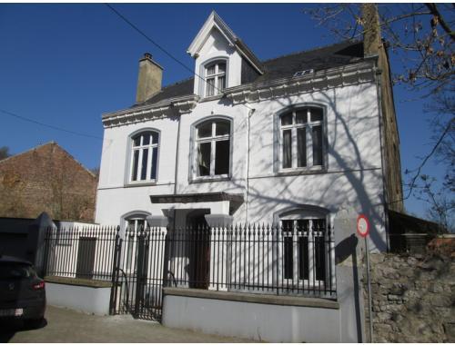 Maison à vendre à Saint-Servais, € 340.000
