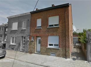 Cette maison est située au calme dans une voie sans issue, à proximité du centre de Namur.Très lumineuse, elle dispose d'u