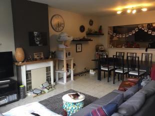 Gerenoveerd, zeer licht appartement in hartje Sint-Truiden met 3 slaapkamers en terras vooraan en achteraan. Badkamer met bad en douchemogelijkheid, v