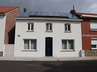 Deze woning ziet er niet alleen goed uit, ze werd binnenin ook volledig gerenoveerd: elektriciteit, sanitair en ramen werden vernieuwd en keuken en ba
