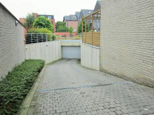 Afgesloten garagebox (automatische poort) in het centrum van de stad te huur, gelegen op de hoek van de Plantenstraat en de Viaductstraat te Sint-Trui