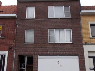 Opbrengsteigendom bestaande uit 2 appartementen en gemeenschappelijke garage. Iedere appartement bestaat uit: inkom, living, ingerichte keuken + keuke