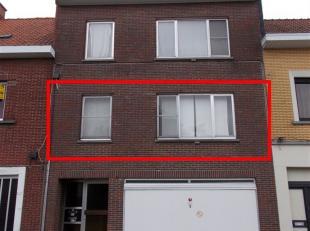 Appartement op 1e verdieping met inkom, living, ingerichte keuken + keukenberging, ingerichte badkamer, 2 slaapkamers, terras, garage- en zolderbergin