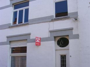 hall, living, keuken, badk,3 slpks, toilet, kelder en koer, evt autostaanplaats euro 35,00/m, EPC : 447 kWh/m², euro 560,00/m,