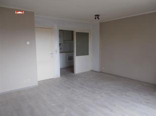 Centraal gelegen appt : hall, living, inger. kkn, badk, 1 slpk, terras, EPC : 266 kWh/m², euro 395,00/m + voorschot gem. kosten : euro 35,00/m