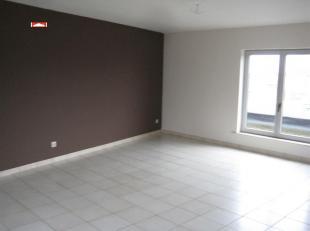 instapklaar appt : hall, living met keukengedeelte, berging, inger. badk, 2 slpks, afz wc, EPC : 681 kWh/m², euro 495,00/m + euro 20,00/m (syndic