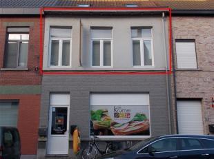 hall, living, inger. keuken, inger. badk, berging, 2 slpks, euro 450,00/m, EPC : 643 kWh/m²