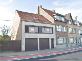 Centrale ligging aan kanaal Oostende - Brugge<br /> opp 205,78m² - dubbele garage 3 wagens<br /> woonst op te knappen<br /> 2 kamers + zolder met