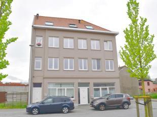 Dit appartement is centraal en rustig gelegen te Bredene sas nabij de kerkop wandelafstand van scholen, openbaar vervoer en winkels.Oppervlakte +/- 10