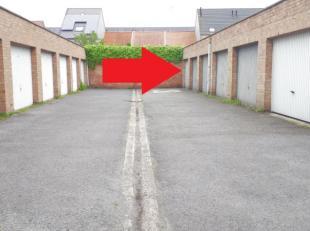 Deze gesloten garagebox is gelegen te Bredene Dorpin een klein garagecomplex zonder algemene lastenOppervlakte 18m² met een kantelpoortDiepte 6m