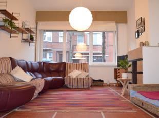 Dit appartement is centraal gelegen te Oostendenabij de Torhoutsesteenweg, nabij winkels, openbaar vervoer en wandelafstand van het strandGelegen op h