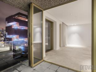 """Luxueus en tot in de puntjes afgewerkt appartement op de vierde verdieping van de iconische realisatie """"I love WAM"""". De combinatie van de topligging m"""