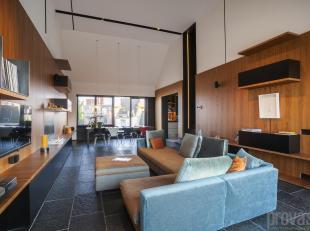 Deze loft van ca 240 m² werd in 2016 van kop tot teen gerenoveerd met oog voor elk detail. Een prachtig samenhangend geheel met een duidelijke ro