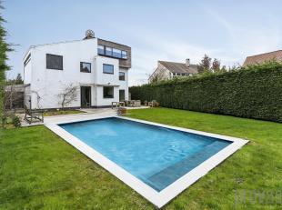 Deze woning met een oppervlakte van in totaal ca 336 m² telt maar liefst zes slaapkamers en is gelegen op een perceel van ca 738 m². De onde