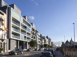 Schitterend duplexappartement aan de Scheldekaaien. Dit appartement van ca 146 m² mettwee terrassen in luxeresidentie De Vierschaer geniet van ee