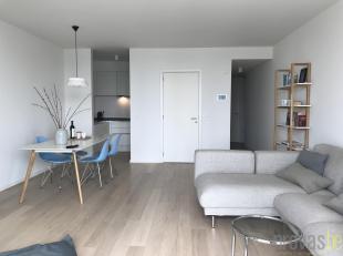 Dit uitzonderlijk appartement van ca 95 m² bevindt zich op de tweede verdieping van de knappe residentie Melopee. Deze nieuwbouwrealisatie op de