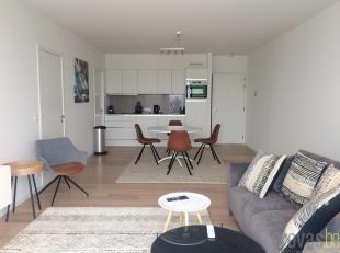 Uitzonderlijk en uiterst luxueus gemeubeld appartement van ca 68m² op de vijfde verdieping in de oogverblindende residentie Melopee. Deze nieuwbo
