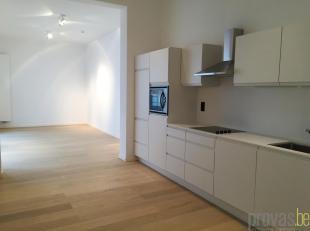 Gezellig en volledig gerenoveerd appartement van ca 55 m² in de rustige Violierstraat. Het appartement is gelegen opde gelijkvloerse verdiepingva