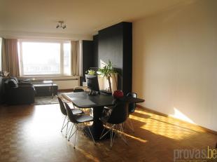 Zonnig en recent volledig gerenoveerd penthouse appartement van ca 120 m² op de zevende verdieping van een standingvol gebouw op de Amerikalei, n