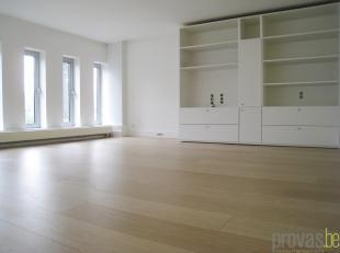 Op de statige Jan Van Rijswijcklaan bevindt zich dit gelijkvloersappartement van ca 85 m². Gelegen middenin 'de Tentoonstellingswijk', eenideale