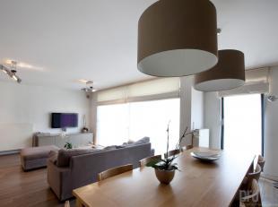 Hedendaags en uiterst smaakvol gemeubeld appartement van ca 112 m² op de derde verdieping in een hoogstaande realisatie op het bruisende Zuid. He