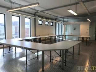 Deze instapklare kantoorruimte is uiterst gunstig gelegen aan de Noorderlaan, vlakbij de belangrijke invalswegen aan Antwerpen-Noord.<br /> De kantoor